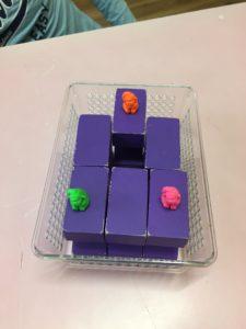 紫の積み木の作品